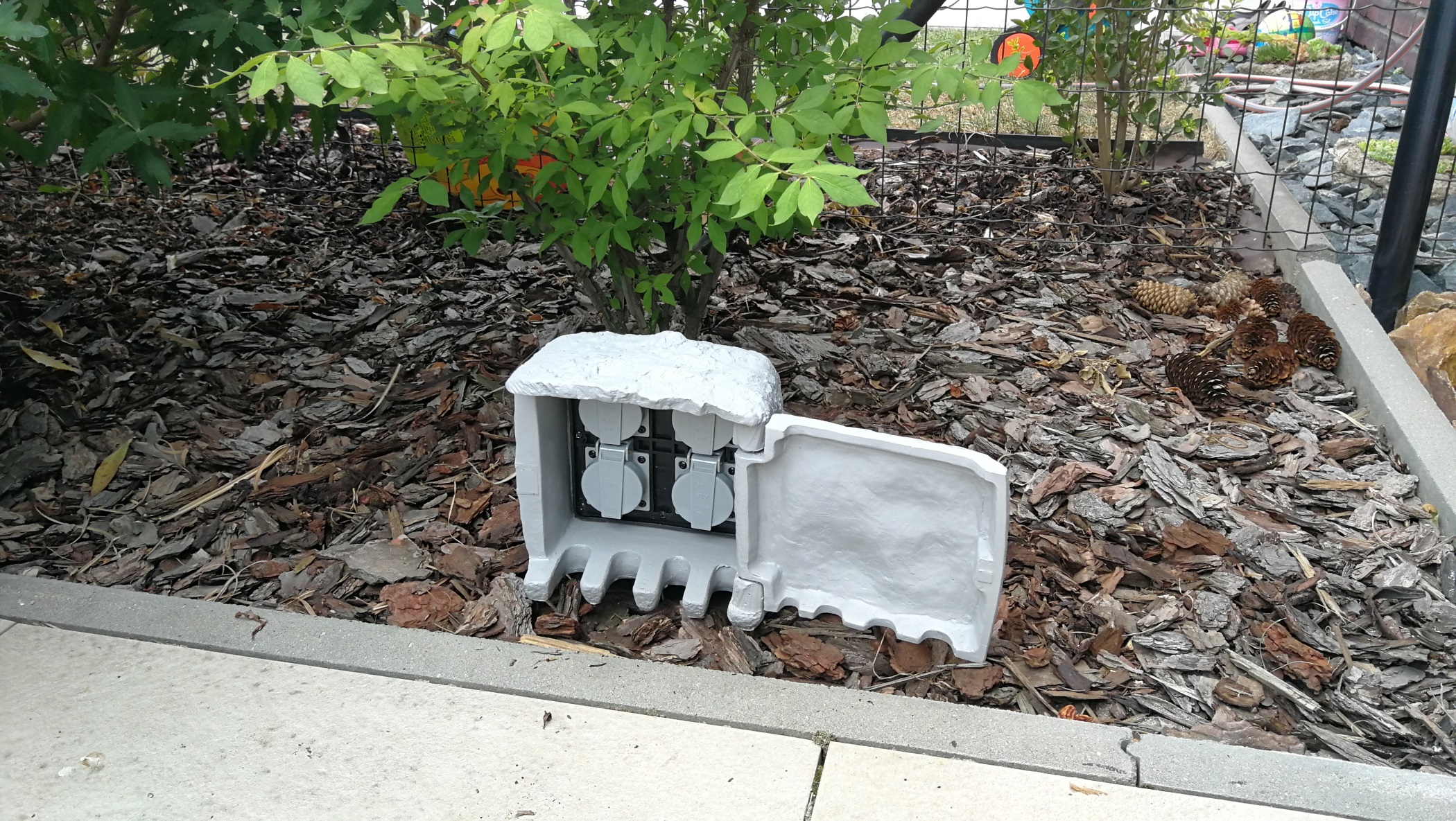 Outdoor power outlet
